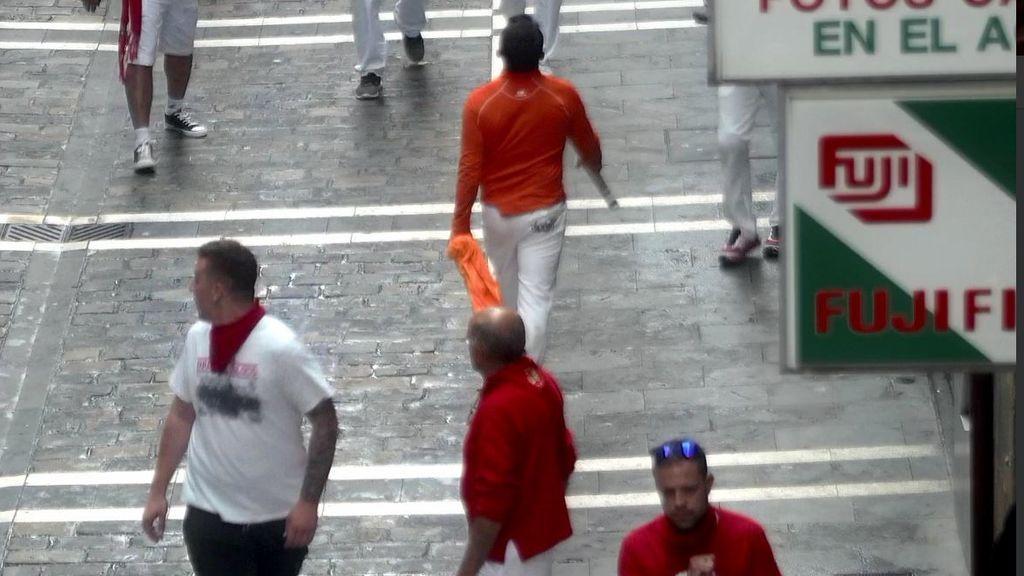 Multado con 1.000 euros el corredor que agarró el asta de un toro durante un encierro de San Fermín
