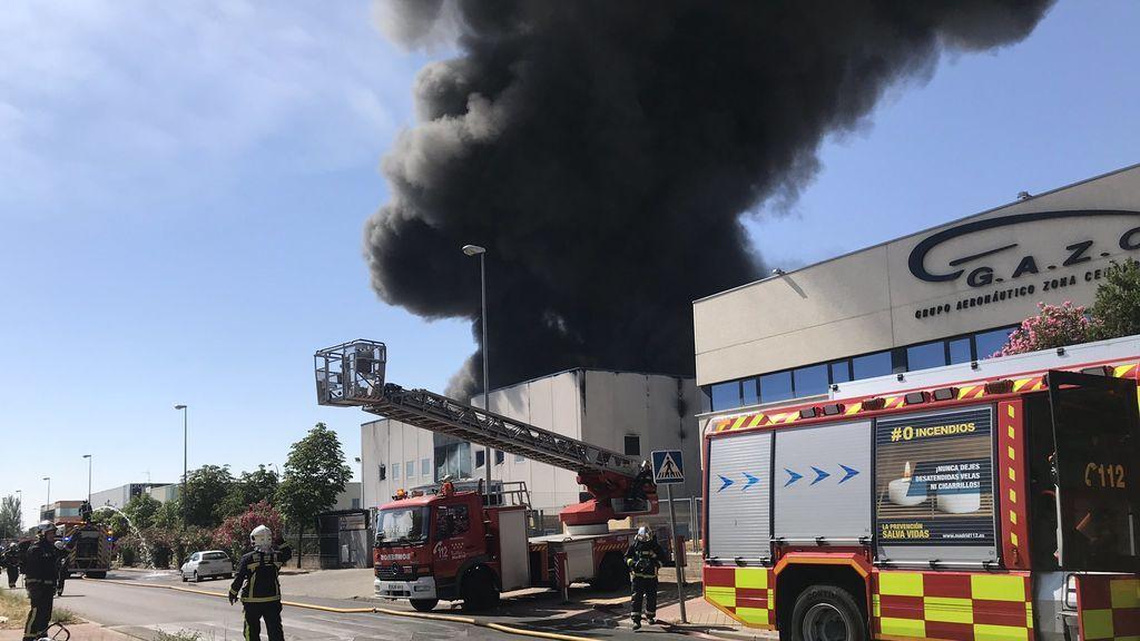Un incendio en una fábrica de Fuenlabrada obliga a desalojar la zona del polígono de La Cantueña