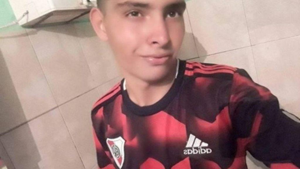 Luto en Argentina: Un portero de 17 años fallece tras detener un penalti con el pecho