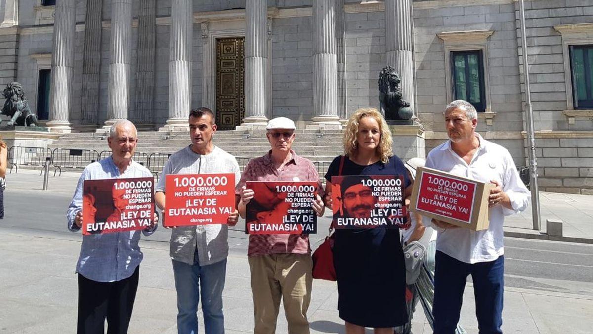 Presentan  un millón de firmas en el Congreso para despenalizar la eutanasia