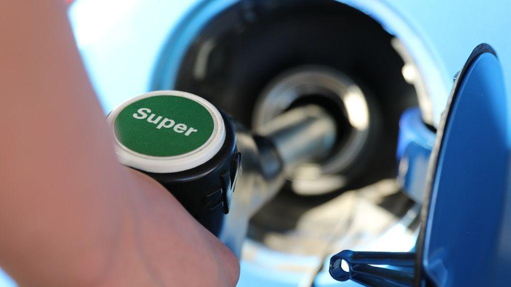 La OCDE solicita a España que abarate el despido y suba los impuestos a los carburantes