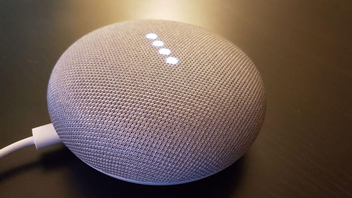 Empleados de Google escuchan las conversaciones de los usuarios con su asistente virtual