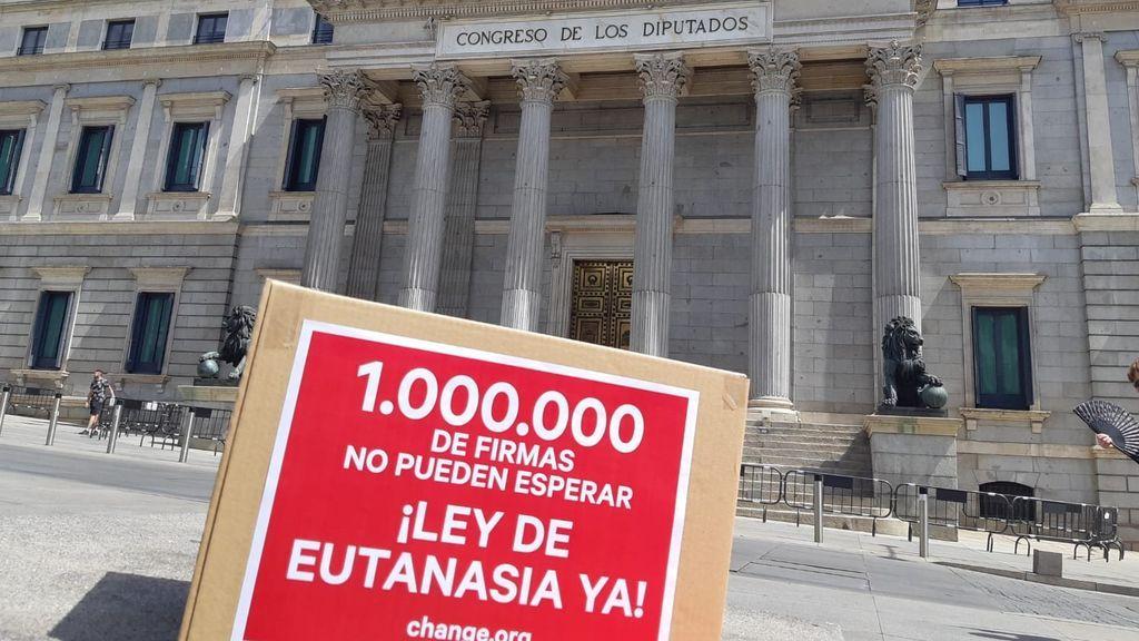 La voz de las familias que piden la despenalización de la eutanasia: 'Yo no quería que muriese, pero tampoco quería verle sufrir'