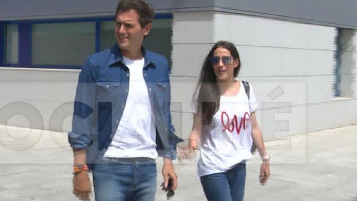 """Malú 'saca pecho' en su relación con Rivera: """"Love"""""""