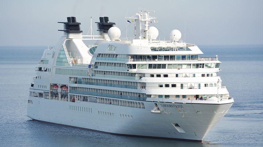 Sanidad alerta a 2500 cruceristas por un caso de sarampión en un crucero atracado en Barcelona