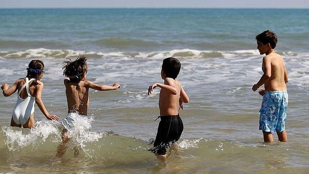 Un pez muerde a dos niños y obliga a cerrar tres playas de Alicante
