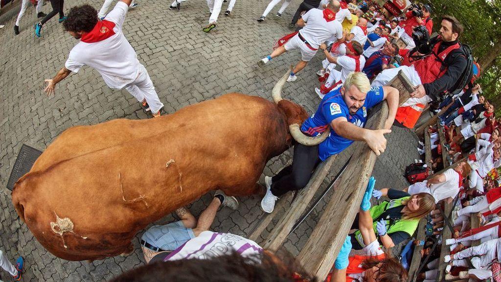 El último encierro de los Sanfermines deja 3 heridos por asta de toro y tres por contusiones