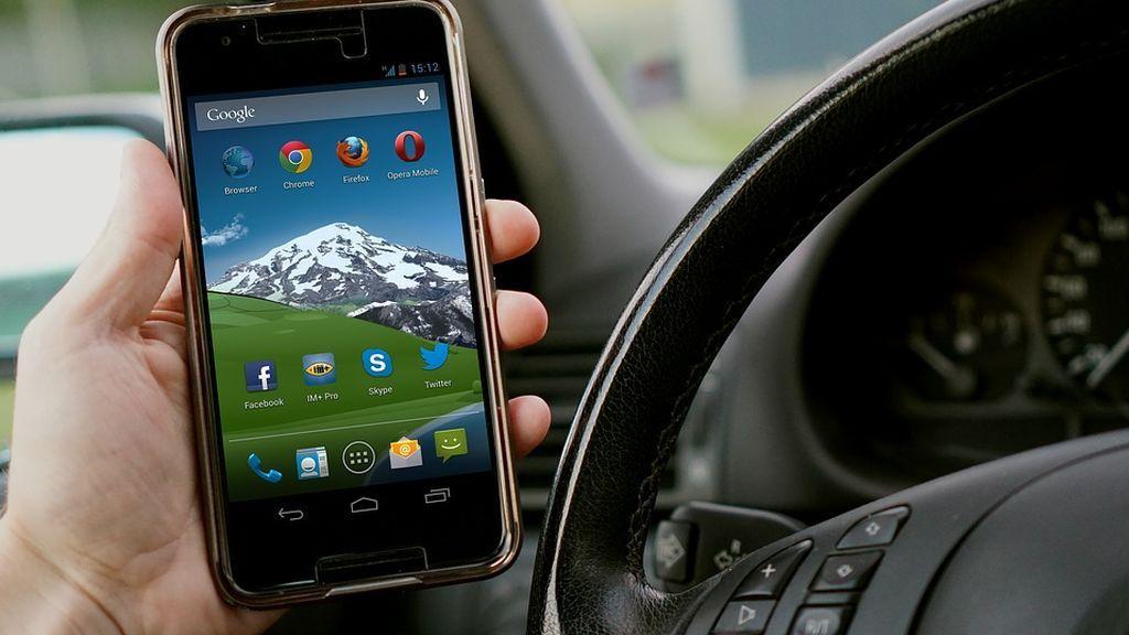Adicción a las redes, peligro en carretera: muere un niño por un directo de Facebook de su padre
