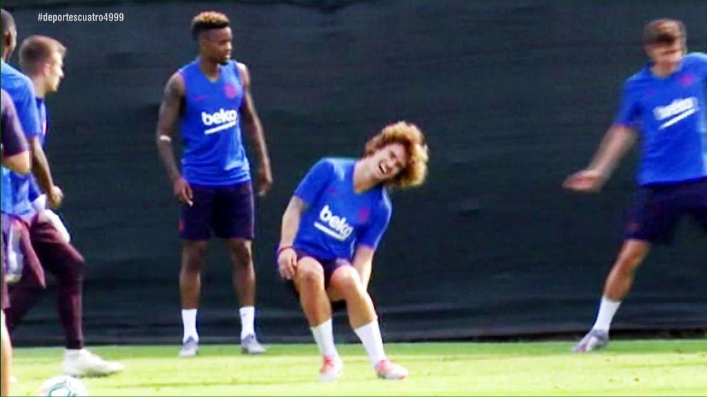 El primer día de Griezmann en el Barça: pasillo de collejas, dos caños y risas con sus nuevos compañeros