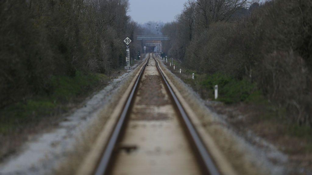 Tragedia en Francia: cuatro muertos, tres de ellos niños, arrollados por un tren en un paso a nivel