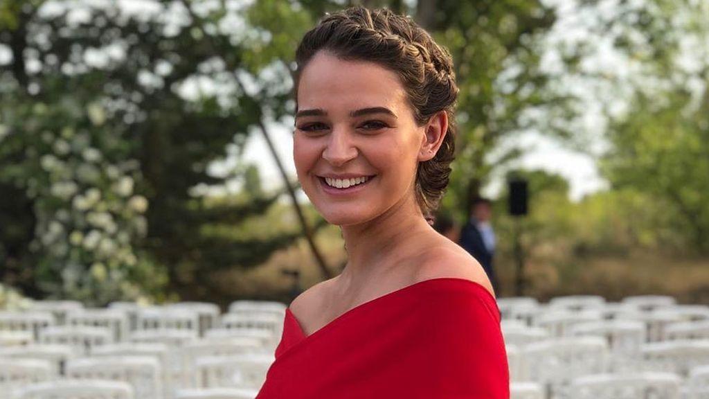 Trenzas con pelo corto: tutorial para conseguir el peinado de Laura Escanes en la boda de Lovely Pepa