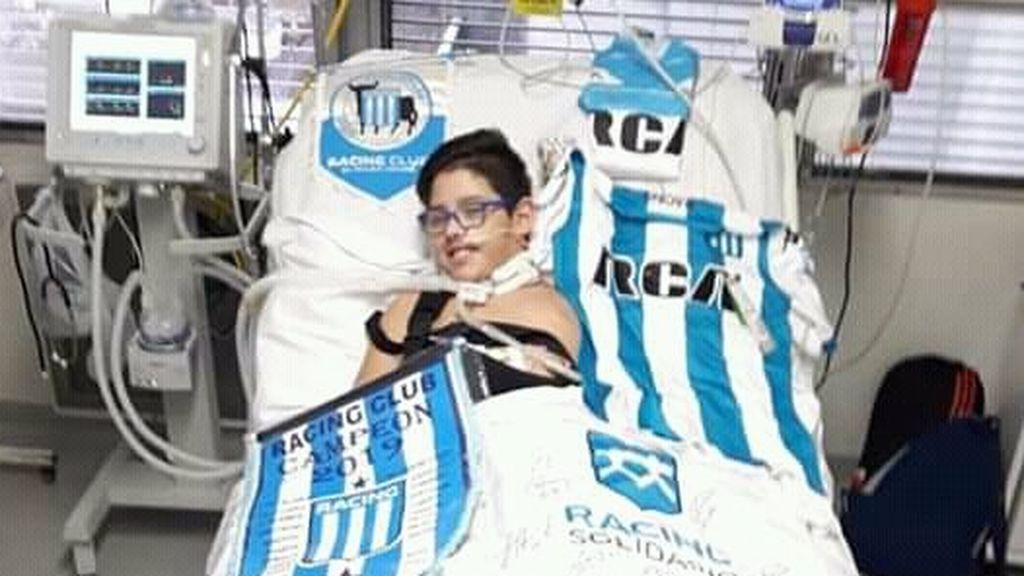 Enzo, el niño de 11 años tetrapléjico arropado por el club argentino Racing tras la muerte de sus padres