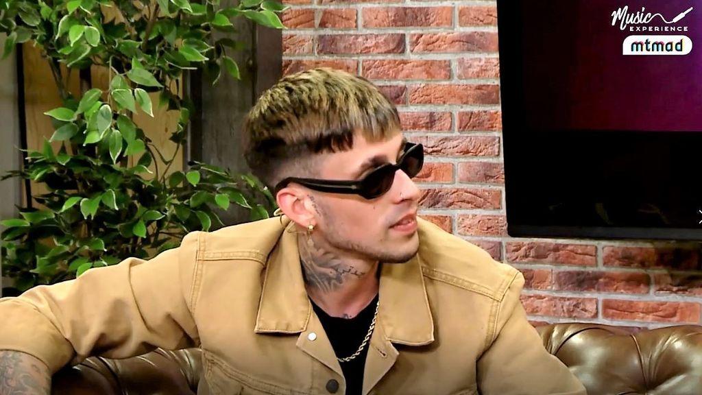 El videoclip de 'Fugitivo', el nuevo tema de Maikel Delacalle, se grabó en una prisión y con expresos de verdad