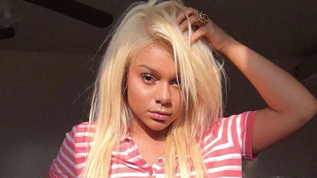 No juegues a las peluqueras: una influencer se queda calva en directo tras decolorarse el pelo