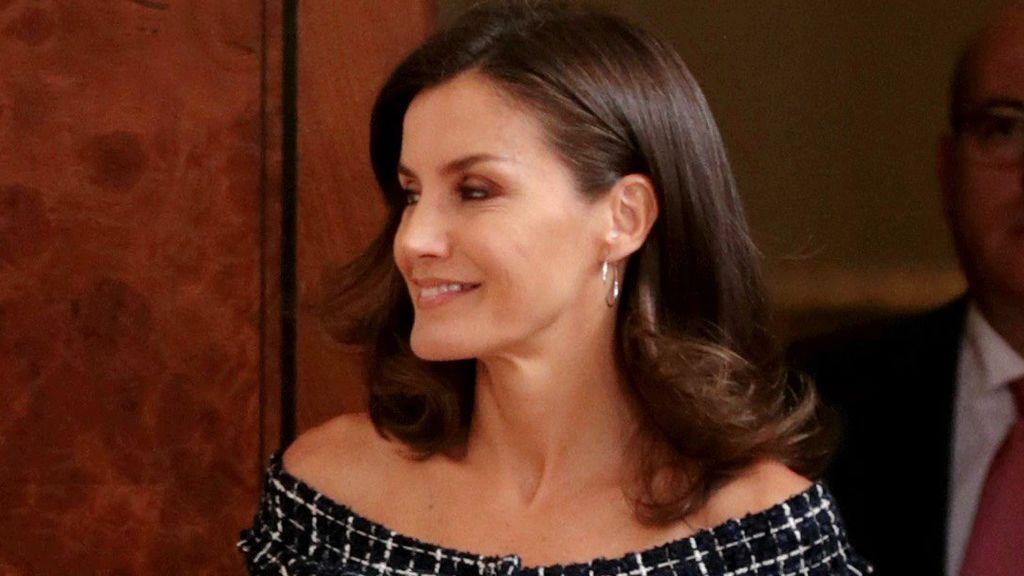 La reina de las rebajas: el vestido de 'tweed' que Letizia ha conseguido por menos de 20 euros