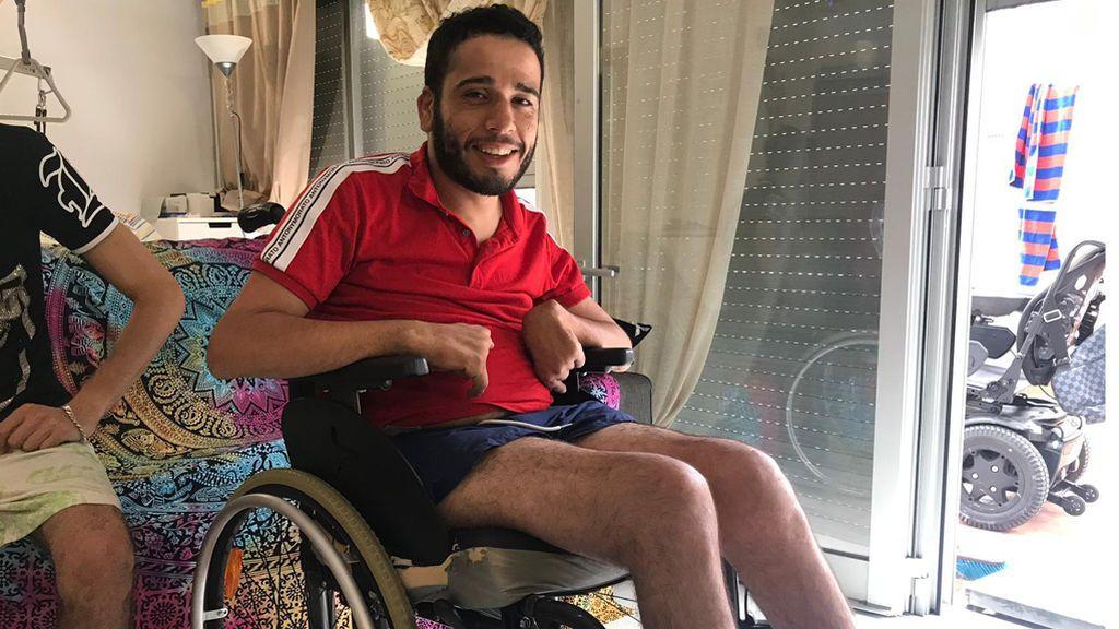"""Youssef Sayah, el tangerino en silla eléctrica que circuló por una autovía en Barcelona lo hizo """"por rabia y necesiada"""""""