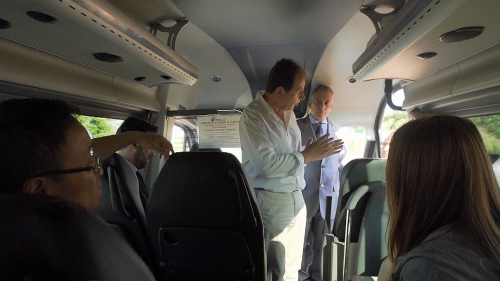 """Reuniones fuera de los despachos: ¡en un autobús! """"El tiempo del Sr. Lee cuesta dinero"""""""