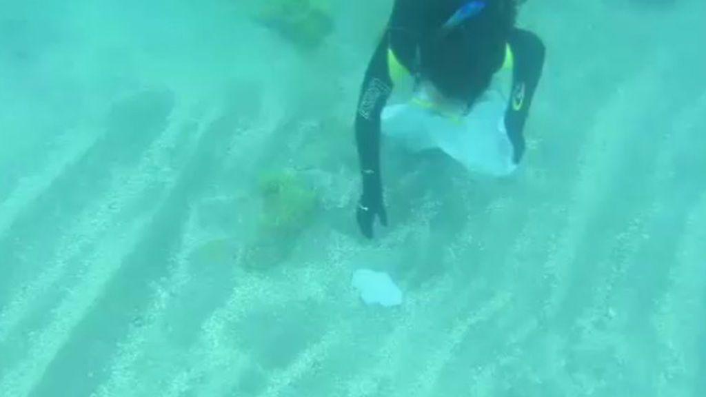 Nace 'DeepBoard', un deporte acuático que ayuda a limpiar los fondos marinos