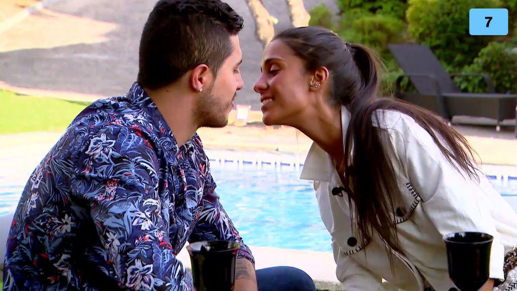 """Claudia olvida a su ex y se funde en un apasionado beso con su elegido: """"Estoy tontita"""" (1/2)"""