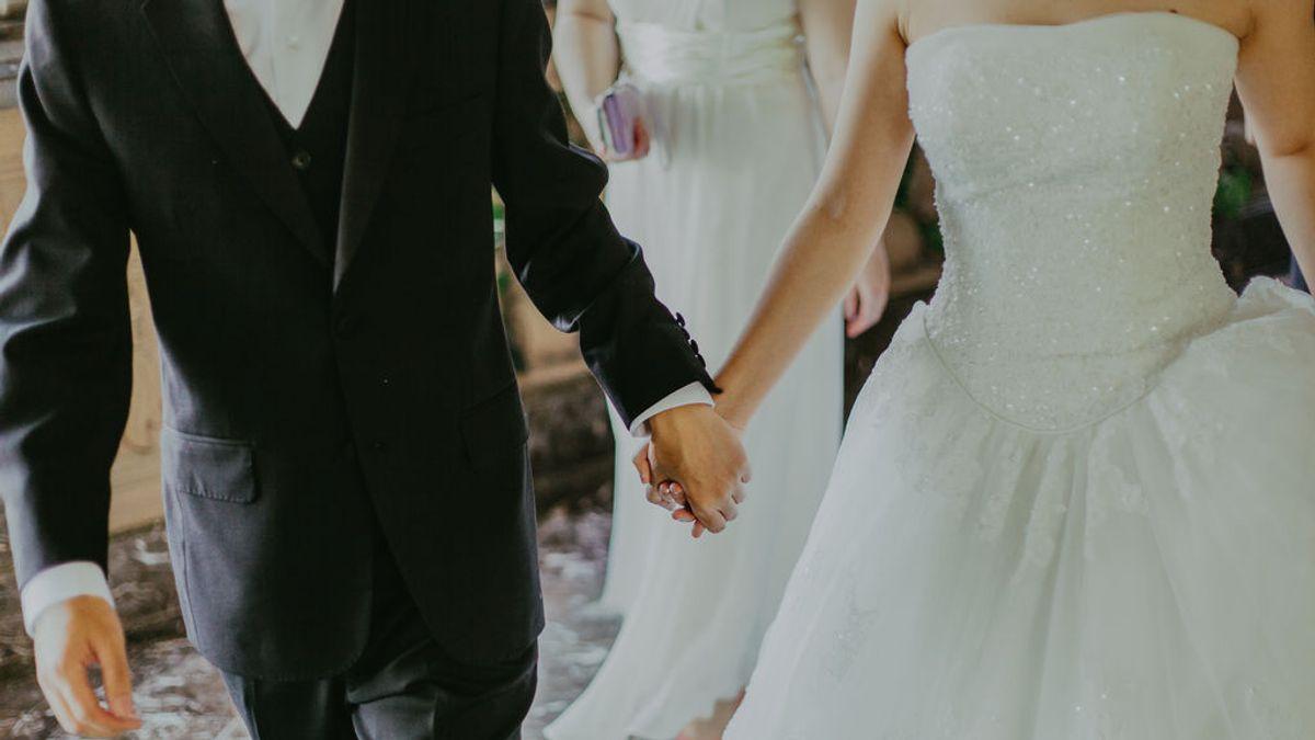 Decenas de novios se quedan sin traje a días de su boda por el cierre de la marca Fields