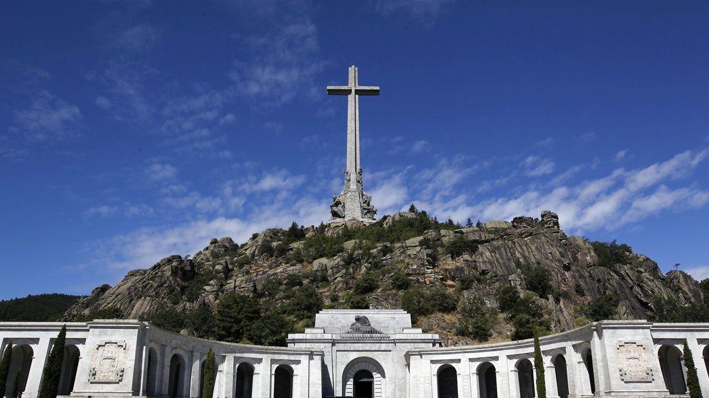 """El Vaticano desautoriza al exnuncio que acusó al Gobierno de """"resucitar a Franco"""" con la exhumación"""