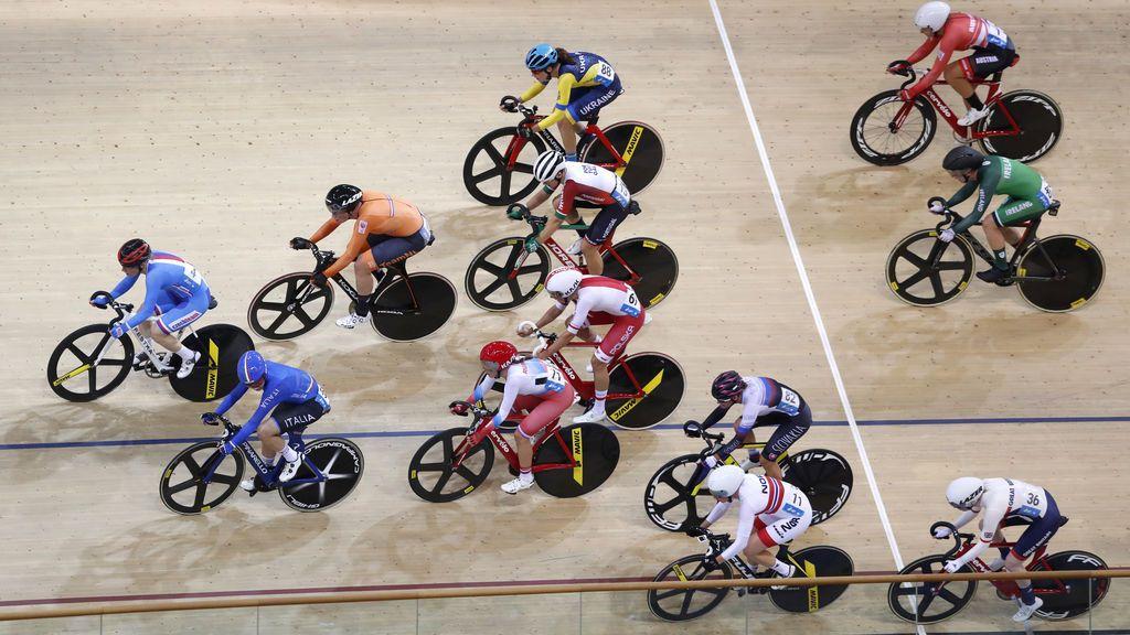 Una lámina de madera le atraviesa el pulmón a un ciclista en un velódromo