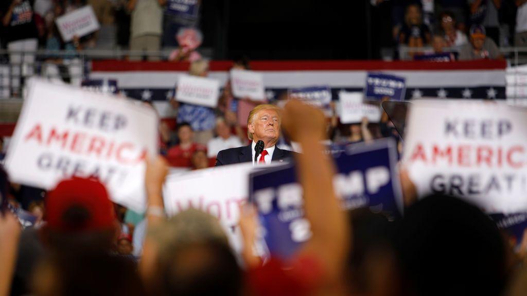 """Trump vuelve a arremeter contra las congresistas demócratas y sus seguidores le piden que """"las deporte"""""""
