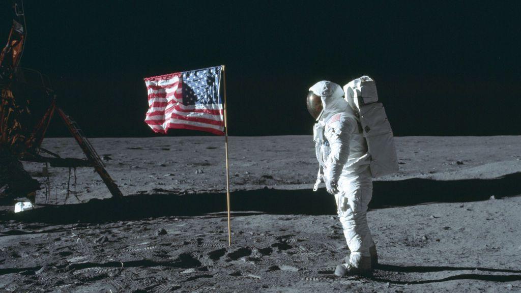 Sotheby´s saca a subasta las cintas de la llegada a la luna que en su día compró un becario de la NASA