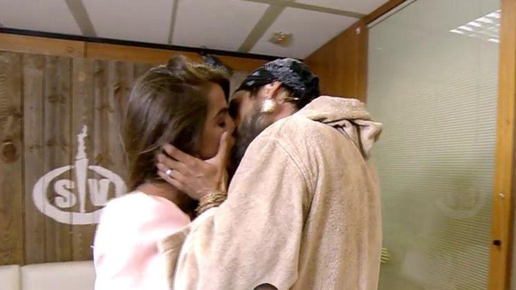 """El apasionado reencuentro de Violeta y Fabio: """"¡Nos ha visto fol*** toda España!"""""""