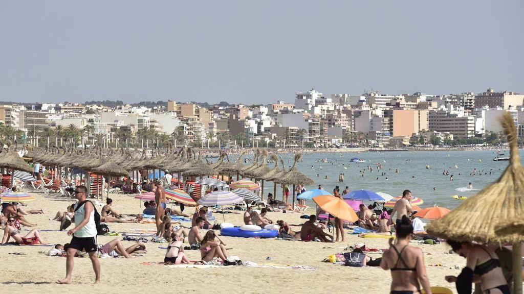 El desmadre turístico en Mallorca continúa: graban a una pareja manteniendo sexo en la terraza de un hotel