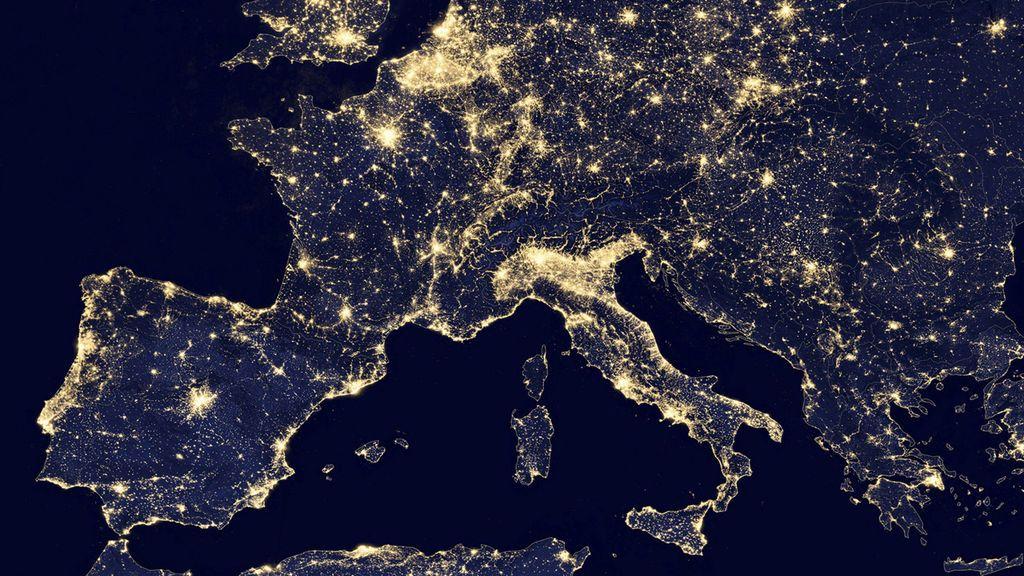 Imagen de la NASA de la luz durante la noche en Europa