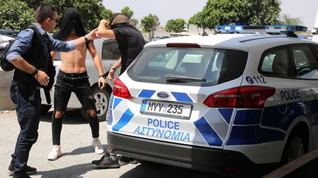 Doce jóvenes israelíes acusados de violar a una joven británica de 19 años en Chipre