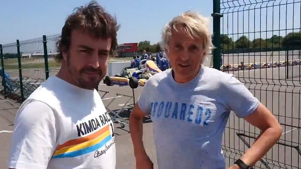 """Jesús Calleja vuelve a vacilar a Fernando Alonso sobre su futuro: """"Te traigo de Italia unas llaves de un coche. ¿Te gusta el rojo?"""""""
