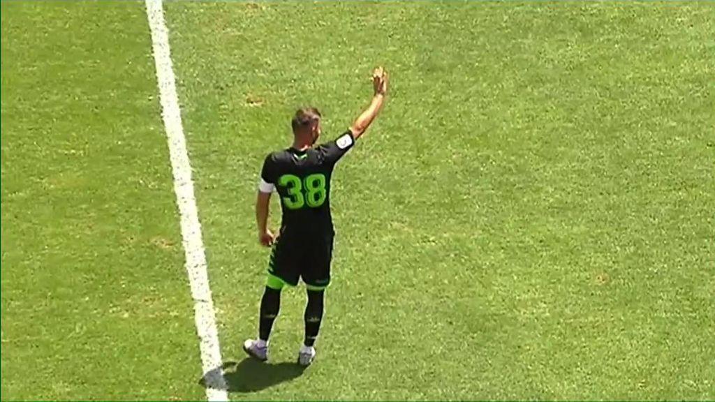 La afición del Betis canta el 'cumpleaños feliz' a Joaquín tras su gol en pretemporada