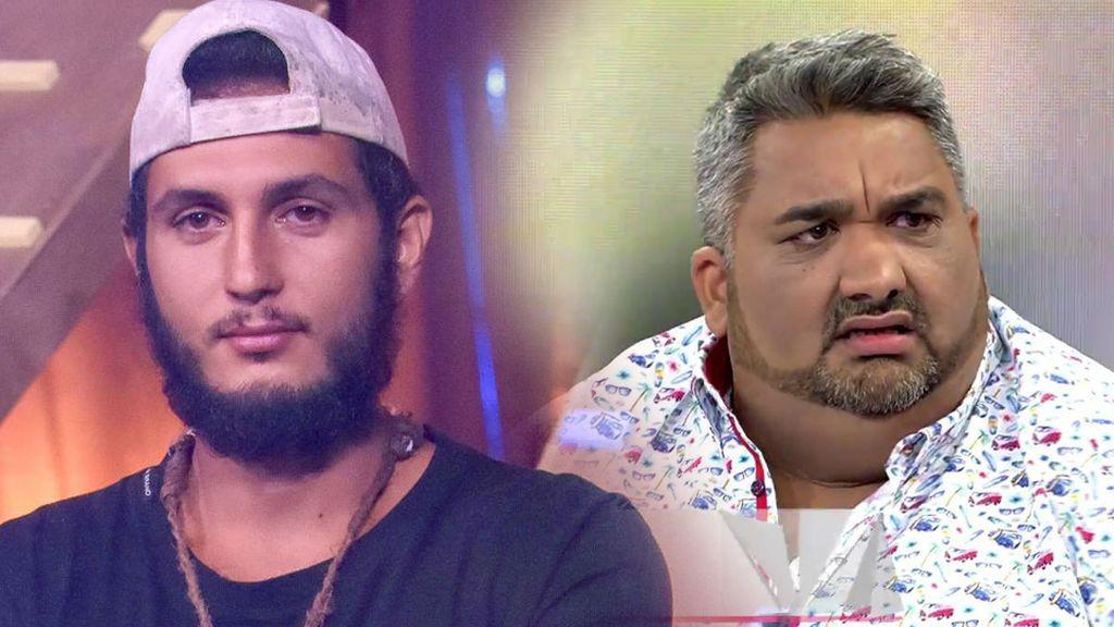 Omar llama en directo para desmentir a Javi el Gordo, pero mientras habla su familia le dice que cuelgue