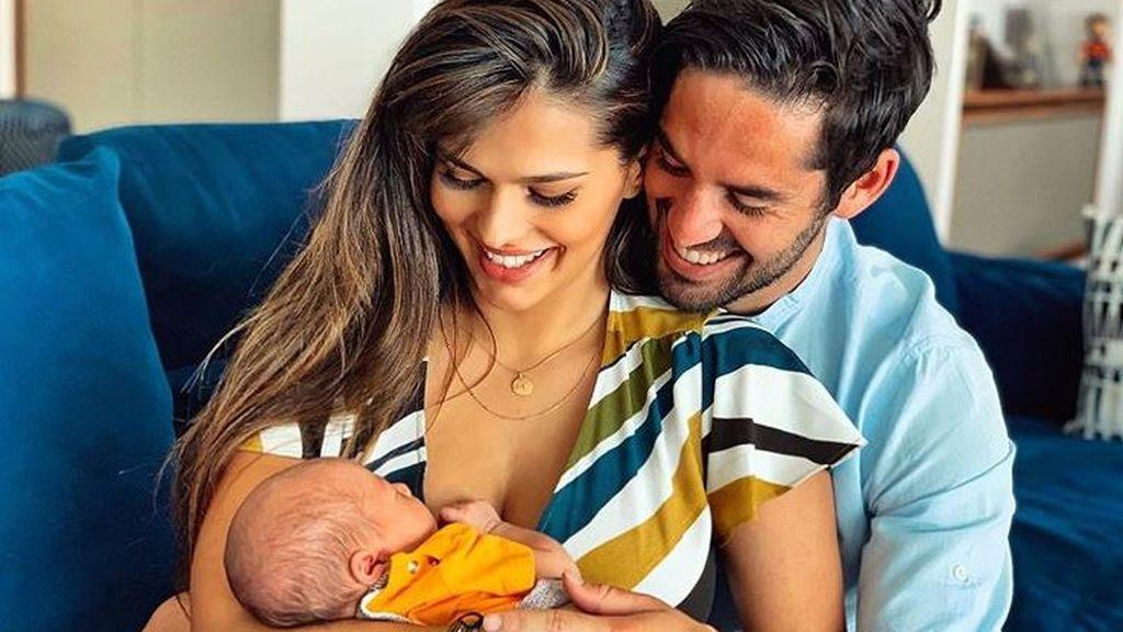 """El tierno regalo madridista que ha recibido Theo, el hijo de Isco y Sara Sálamo: """"Gracias amigo"""""""