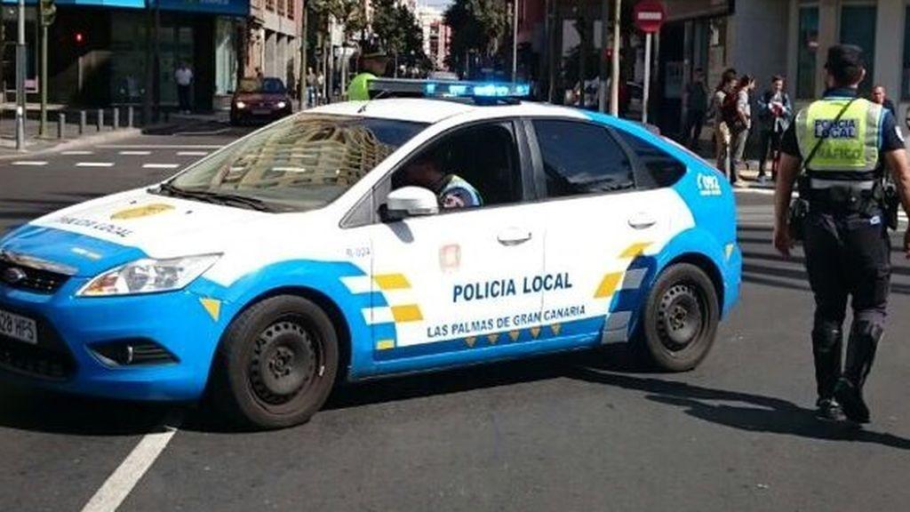 La Policía Local salva la vida a una bebé de nueve meses que se asfixiaba en Las Palmas
