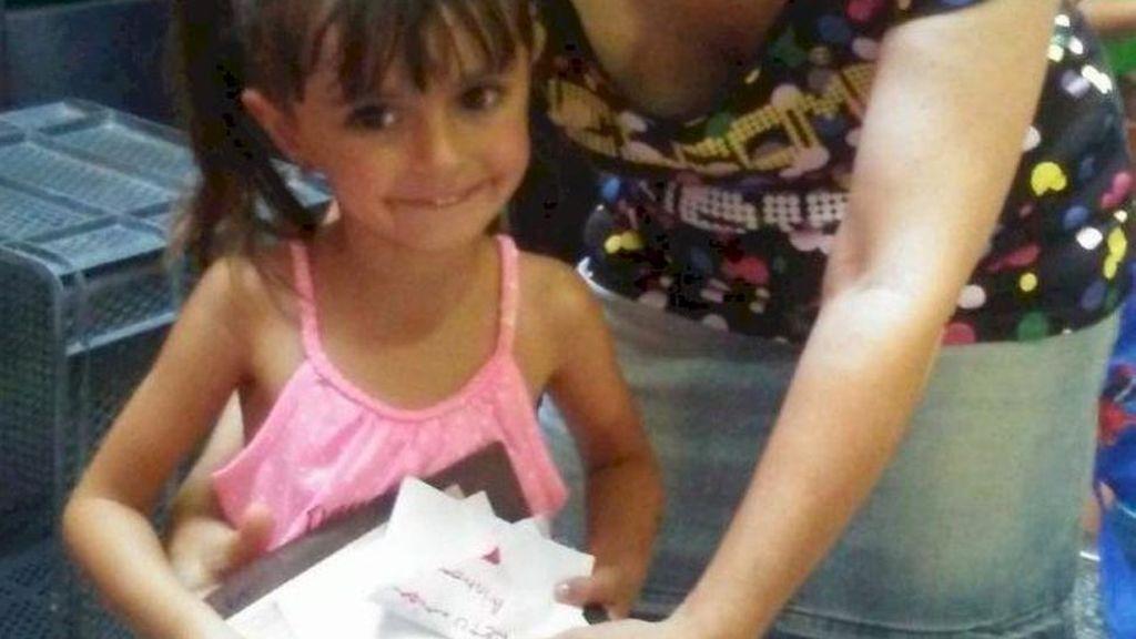 Una niña de cuatro años dona el dinero de su cumpleaños a afectados por cáncer