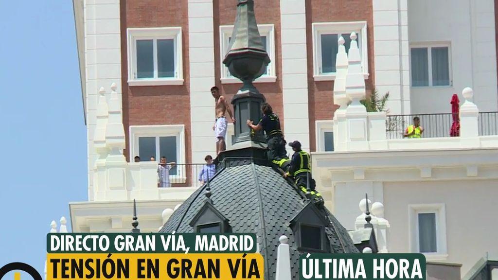 Un joven amenaza con tirarse desde la cúpula de un edificio en el centro de Madrid