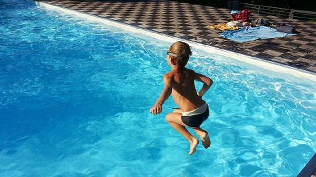 Un niño de tres años muere ahogado en una piscina de plástico