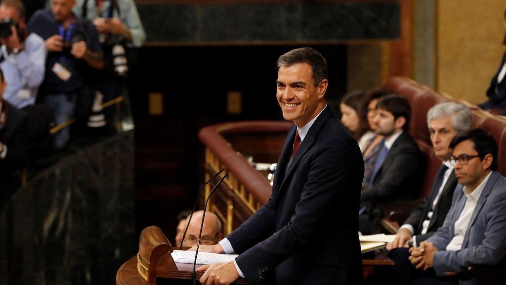 Sánchez olvida Cataluña en dos horas de discurso con mucho gasto y caras serias en Podemos