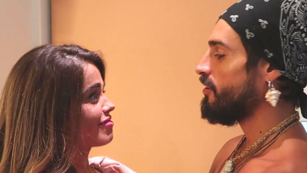 """Violeta muestra imágenes inéditas de su pasional reencuentro con Fabio: """"Ahora llega el momento de cumplir nuestros deseos"""""""