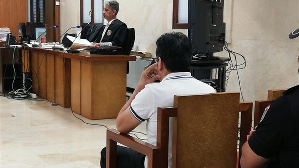 Condenan a un padre a 13 años de cárcel por abusar de su hija y grabar vídeos sexuales