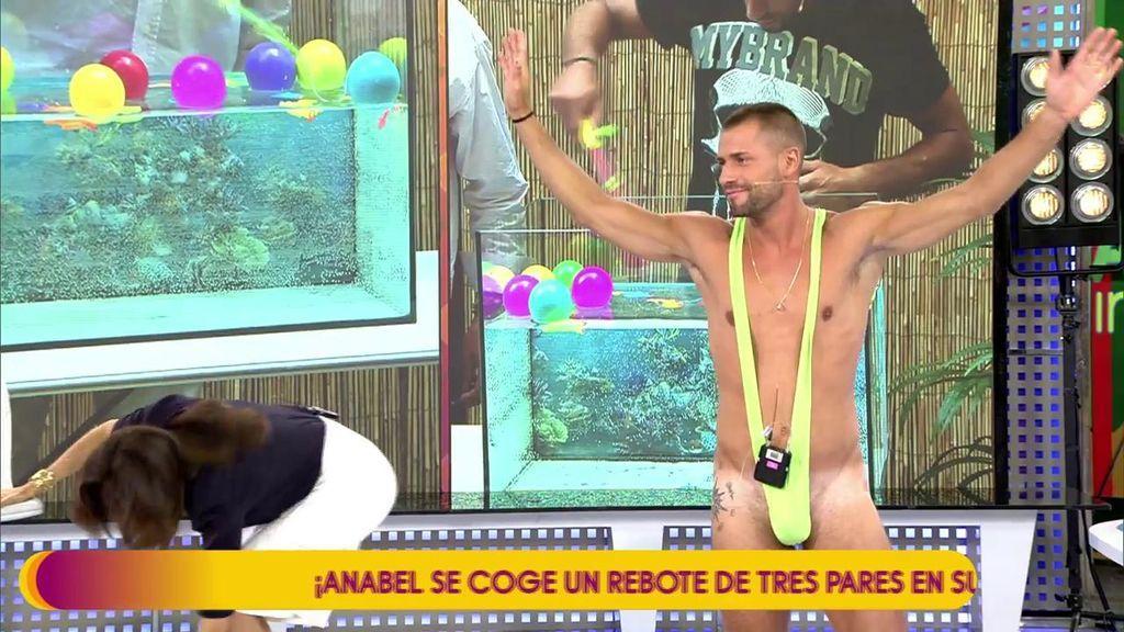 Albert sorprende con un atrevido bañador tras perder el reto de supervivencia contra Antonio Montero