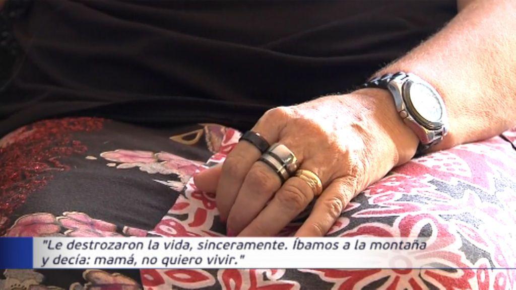 """La madre del menor presuntamente violado por sus compañeros de clase en Vallirana: """"Le destrozaron la vida"""""""