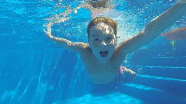 La asquerosa tendencia de cagar en piscinas públicas en España