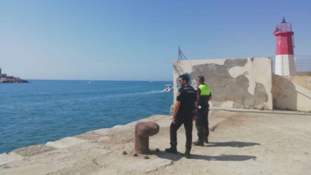 La Policía Local vigila el antiguo faro de Torrevieja