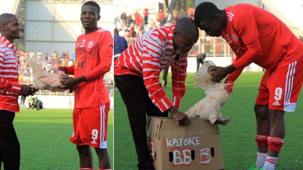 Un futbolista obtiene un pollo vivo por ser el mejor jugador del partido en un derbi en Malawi