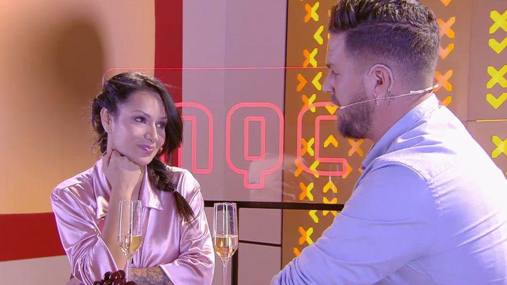 Dani y Zaira quedan para hablar, tal vez en cinco idiomas, en una segunda cita