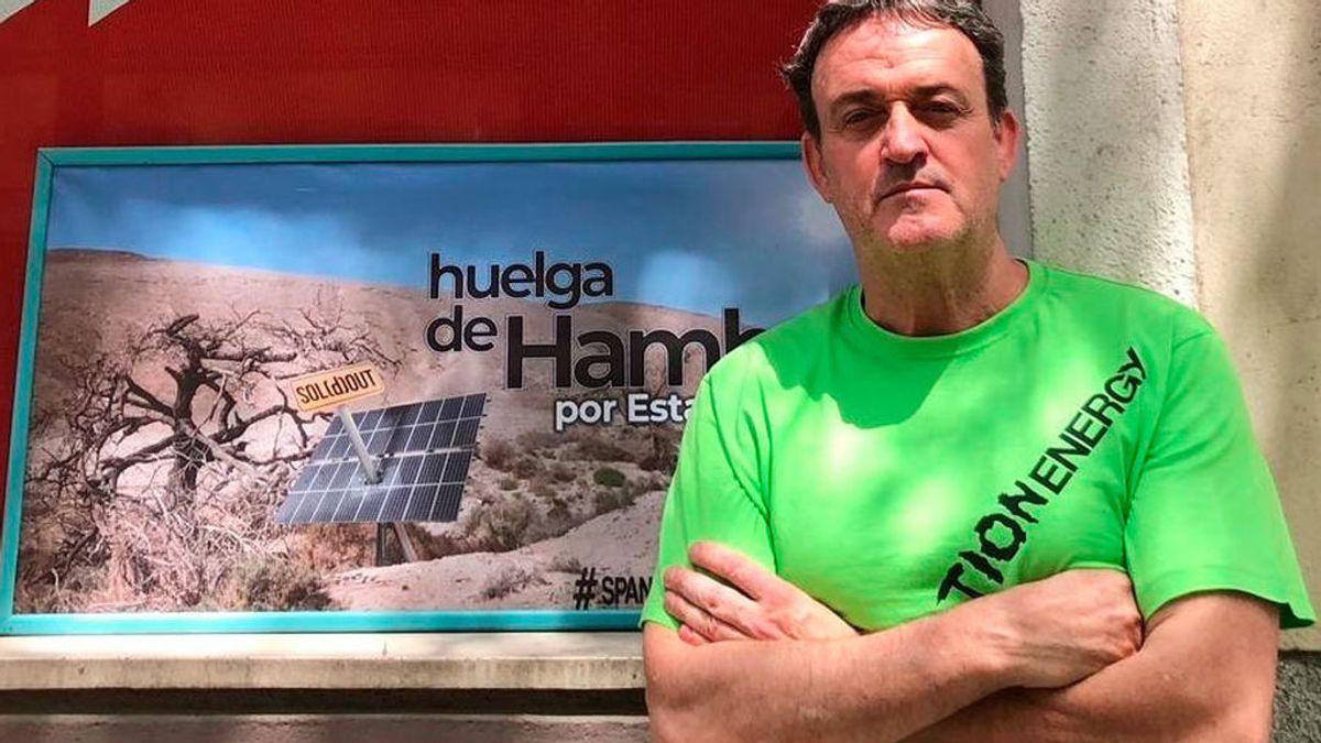 Un actor de 'Compañeros' lleva 9 días en huelga de hambre frente a la sede del PSOE
